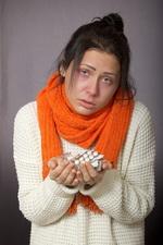 Больная с лекарствами